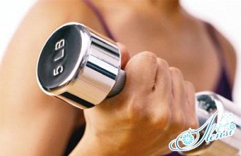 упражнения с гантелями в домашних условиях для женщин