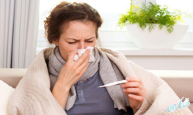 девушка, болеющая пневмонией