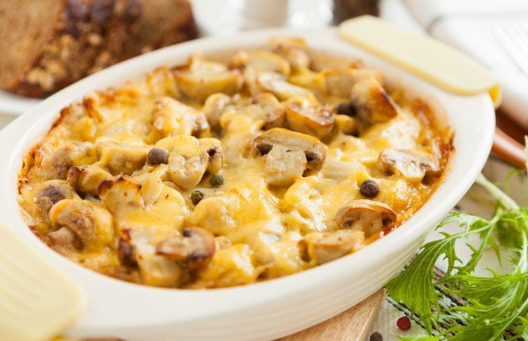 Запеканка с курицей грибами и сыром