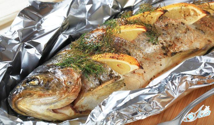 Фаршированная рыба, запеченная в фольге