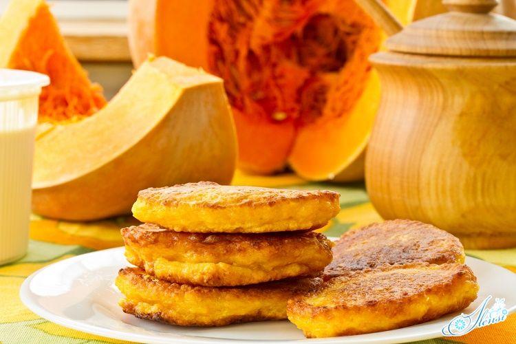 Вкусный и полезны завтрак из оладей с тыквой