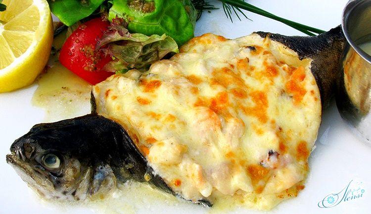 Фаршированная рыба, приготовленная с сыром