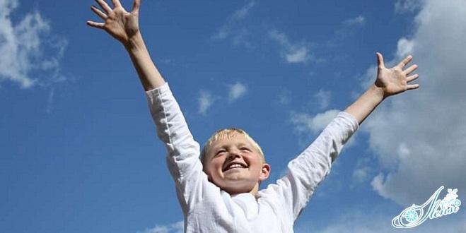 ребенок без прыщей на локтях