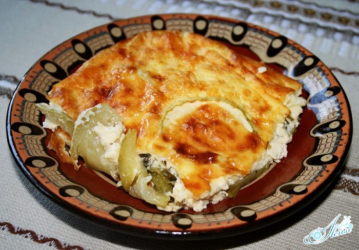 запеканка из кабачков с сыром на тарелке