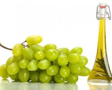 сосуд с маслом и виноград