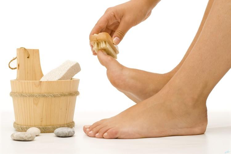 Пилинг ног, ведёрко с пемзой