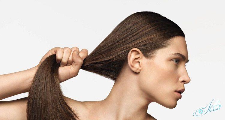 Девушка в крепкими волосами
