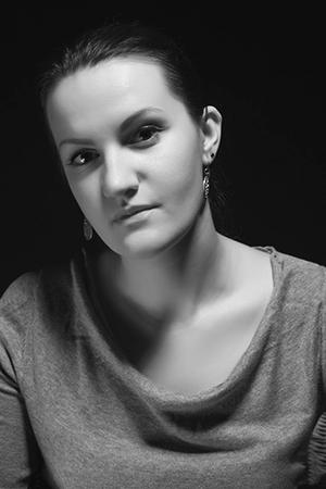 Личная фотография Марины Луста на темном фоне