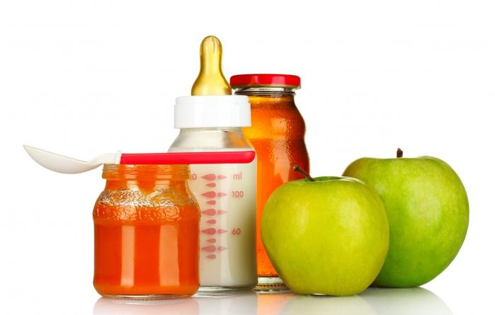 Детское питание, яблоки и сок для  малыша 7 месяцев