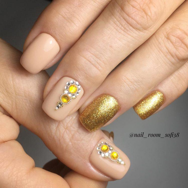 Золотой с цветком