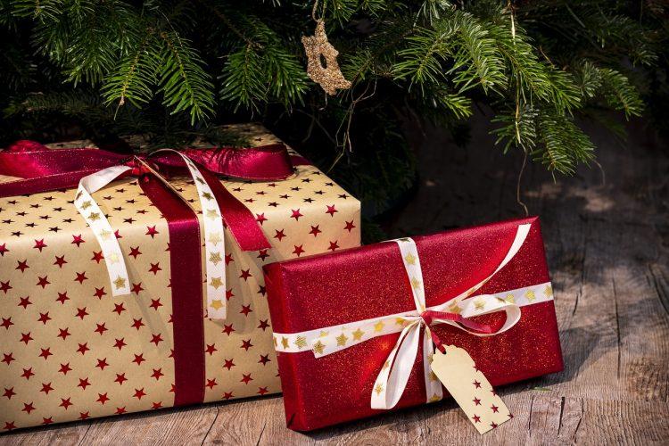 подарки под елкой парню