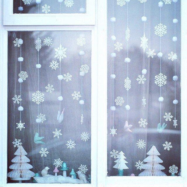 снежинки на окне