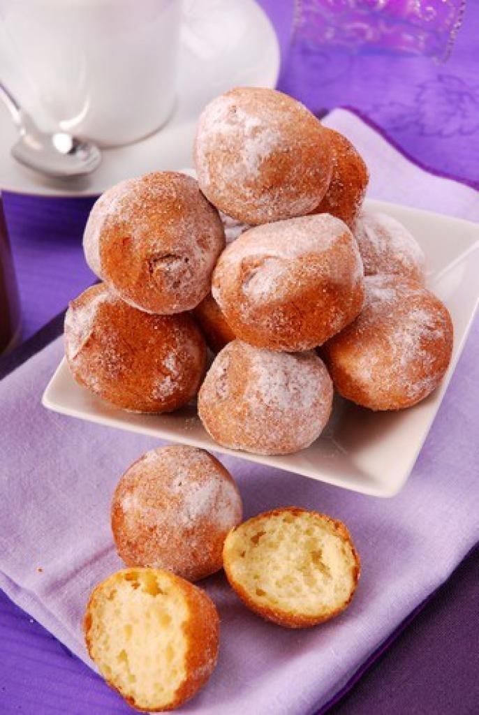 Как приготовить жареные творожные пончики