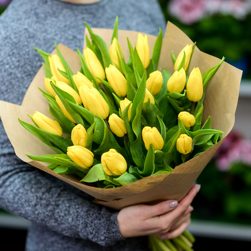 взгляд шикарные букеты из живых тюльпанов фото классическом стиле