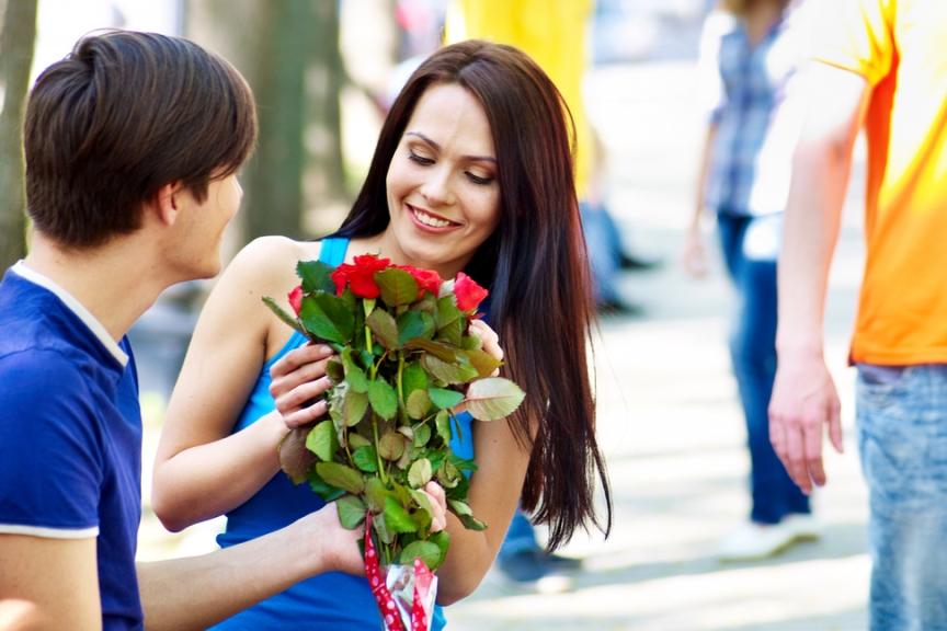 Какие цветы подарить девушки на годовщину?